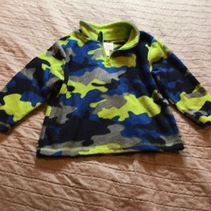Boys size 2T Childrens Place camo fleece